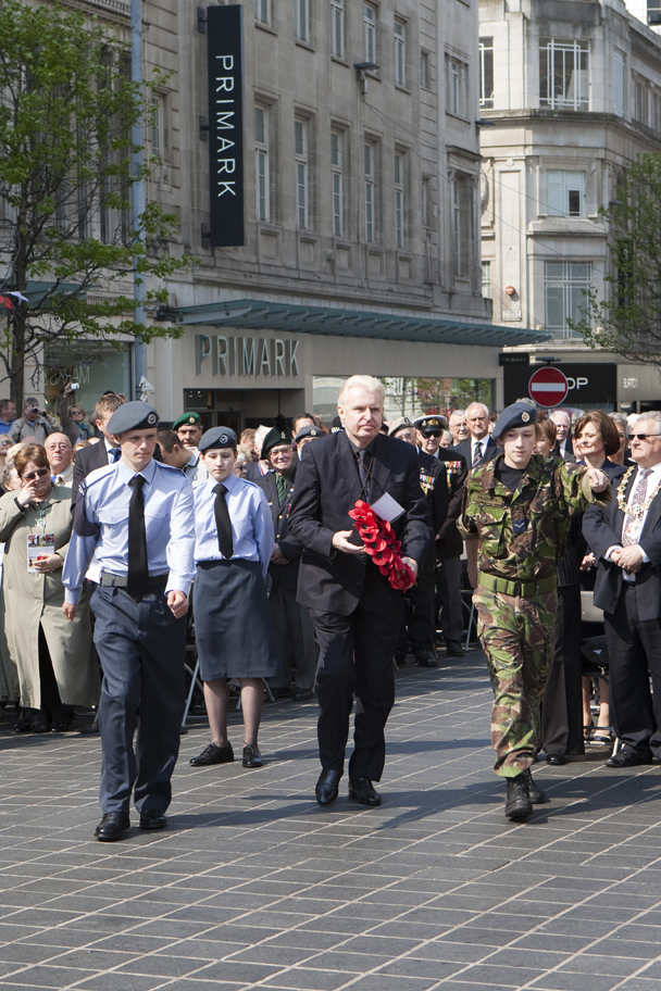 liverpool blitz 70 wreath laying